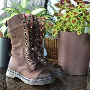 Doc Martens brown boots!!